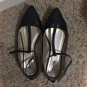 Stappy pointed flats